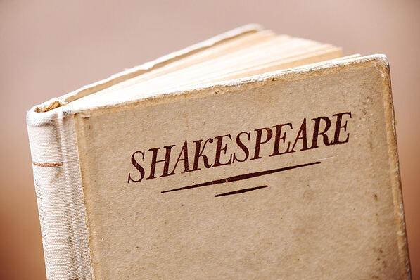 Portada de libro viejo de Shakespeare-1